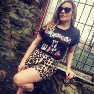 Camiseta guerra y diva